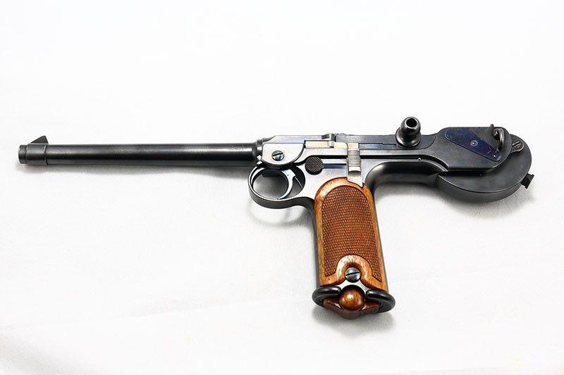 20af95464a35 Később Luger a Deutsche Waffen und Munitions Fabriken (röviden DWM)  fegyvergyár tervezője lett és a Borchardt pisztoly tökéletesítését kapta  feladatul.